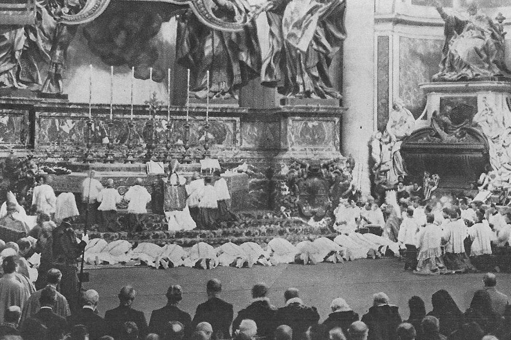 St Pius X celebrates Mass at the Altar of the Chair 1906